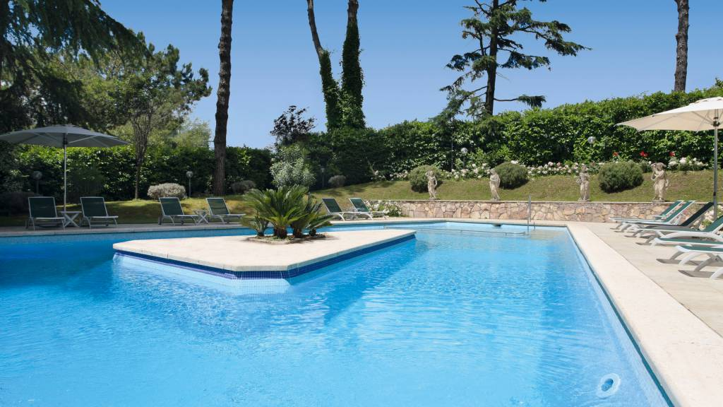Hotel-Eurogarden-Rome-swimming-pool-2