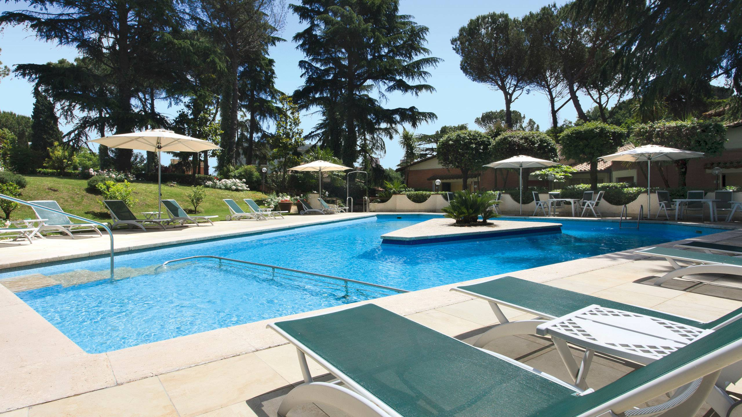 Hotel-Eurogarden-Rome-swimming-pool